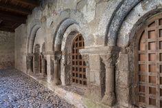 Abbatiale St-André de Lavaudieu (Haute-Loire) - région Auvergne - Cloïtre Roman, Auvergne