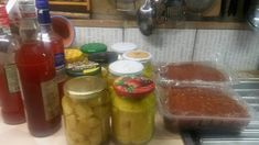 Birsalma/körte télire Salsa, Jar, Food, Gravy, Salsa Music, Jars, Meals, Yemek, Dip