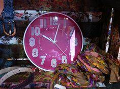 reloj de pared rosa