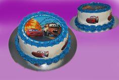 Dette er en kake laget uten MARSIPAN eller annen type fondant. Bildet er av spiselig kvalitet og det er barnas hvite smørkrem som er på utsiden både som hvit og farget. OBS fargen smitter av på tunge og tenner men forsvinner igjen etter kort tid.  Kan lages både som sjokoladekake og marsipanbløtkake. Ta kontakt for mer info på post@bellakaker.no eller ta en titt på websiden min www.bellakaker.no