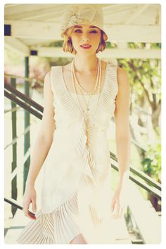 Love the 20's inspired style!