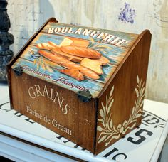 Sculpture Painting, Painting On Wood, Wood Crafts, Diy And Crafts, Decorative Painting Projects, Bread Boxes, Wood Burning Art, Decoupage Paper, Vintage Labels