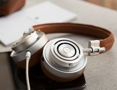 Available in black, white, brown, and gunmetal, the MH30 Headphones are made with a heavy grain premium leather to produce a comfortable wear and a stylish theme.