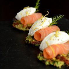 No fat zucchini pancakes with yoghurt cheese and smoked salmon (in Polish).