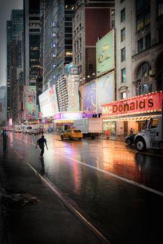 Stunning Night Lights in Times Square - par lephotographe Stefano Gardel