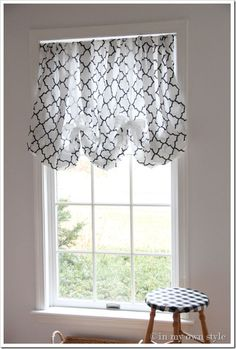 This is truly the easiest no-sew window treatment I have ever posted. It is done with a sheet, not a flat sheet that you see made into easy no-sew panels, but– a fitted sheet.
