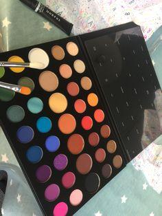 james charles x morphe has produced the best eyeshadow ive ever owened! Sephora Eyeshadow, Makeup Morphe, Skin Makeup, Makeup Cosmetics, Eyeshadow Palette, Beauty Makeup, Eyeshadows, Mac Makeup Tips, Best Mac Makeup