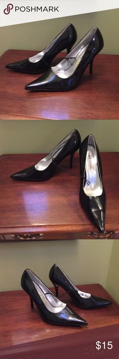 """Black rockabilly goth pointy toe spike high heel 7 Wet seal brand new ( no box) size 7 retro rockabilly spike stiletto heel 4"""" and point toes shiny cute!!! All man made materials Wet Seal Shoes Heels"""