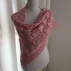 Crochet hartjes sjaal  voor uw Valentijn? /omslagdoek/crochet shawl with hearts. Be my Valentine!