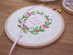 Ringkissen - Ringkissen im Stickrahmen | Sommerliebe | vintage - ein Designerstück von Hochzeitsstube bei DaWanda