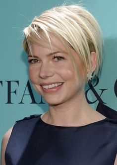 Short Straight Hairstyle with Bangs: Perfect Hairstyle for Thin Hair
