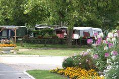 Le Camping des Petits Prés est situé dans un lieu privilégié tout proche de la forêt, pour vous apporter le calme et le repos aux confins de l'Ile de France et près de la plaine de la Beauce.