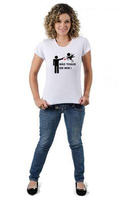 Camiseta Não Toque em Mim : A Camiseta Não Toque em Mim é uma maneira divertida de deixar claro ao cupido que você não está nem um pouco a fim de ser flechado por ele. http://www.camisetasdahora.com/p-…/Camiseta-Nao-Toque-em-Mim | camisetasdahora