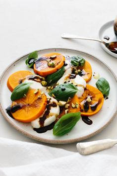 Persimmon Caprese is the perfect fall and winter appetizer or healthy salad. It's bright, flavorful, beautiful and easy to make! Winter Salad Recipes, Healthy Salad Recipes, Vegetarian Recipes, Persimmon Recipes, New Recipes, Cooking Recipes, Easy Appetizer Recipes, Caprese Salad, Mozzarella Caprese