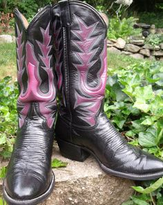 FABULOUS BOOTS!! Cowboy boots vintage COW TOWN black leather by OutOfMyMamasAttic, $49.99
