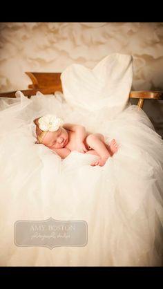 Discover thousands of images about Newborn wedding dress photography Foto Newborn, Newborn Poses, Newborn Session, Newborns, Newborn Pictures, Maternity Pictures, Baby Pictures, Baby Girl Wedding Dress, Baby Wedding