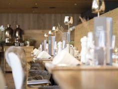 Morgen.Zimmer Ein Tribut. Für das was kommt. Raum für Klarheit. Wirkungsfreiheit. Für hochwertige Produkte und Materialien. Restaurants, Candles, Table Decorations, Furniture, Home Decor, Acre, Products, Decoration Home, Room Decor