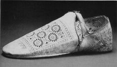 16th Century Clothing, 16th Century Fashion, Italian Outfits, Italian Shoes, Elizabethan Clothing, Elizabethan Costume, Disney Renaissance, Renaissance Garb, Period Outfit
