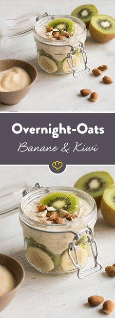 Bananen-Kiwi Overnight Oats - #overnightoats - Haferflocken + Obst + Nüsse = die perfekte Mischung für einen energiegeladenen Start in den Tag. Mit Bananen und Kiwi ein tropischer dazu.... Oat Smoothie, Smoothie Recipes, Soup Recipes, Overnight Oats Chia, Oatmeal With Fruit, Healthy Snacks, Healthy Recipes, Healthy Breakfasts, Avocado Recipes