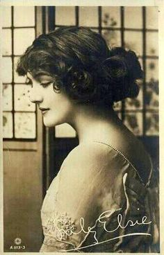 vintage photo of Lily Elsie - a popular English actress and singer during the Edwardian era, best known for her starring role in the hit London premiere of Franz Lehár's operetta The Merry Widow. Lily Elsie, Belle Epoque, Edwardian Era, Edwardian Fashion, Fotografia Retro, Merry Widow, Old Photography, Gibson Girl, Jolie Photo