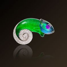 Camaleonte - Vhernier, Brooch in white gold, diamonds, jade, harlequin opal, sugilite and rock crystal. Made in Italy.