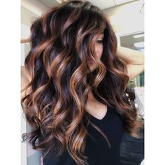 Jan 2020 - Fall is all about rich tones and warm dimension so get the color formulas & how-to steps & learn how to paint dimensional caramel ribbons on a Level 4 base. Hight Light, Curly Hair Styles, Natural Hair Styles, Hair Color Balayage, Haircolor, Bayalage, Brown Hair Colors, Brunette Hair, Great Hair