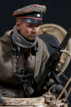 World at War (WWI, WWII, & Civil Wars) Castlebrimstone's Custom : German WSS PanzerIV Tank Commander - OSW: One Sixth Warrior Forum Lead Soldiers, Toy Soldiers, Zbrush Models, Military Action Figures, Military Modelling, Military Diorama, Miniature Figurines, Figure Model, Military History
