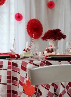 Canada Day Tablescape Halloween Alley, Canada Birthday, Canada Day Party, Online Party Supplies, Happy Canada Day, Holiday Fun, Holiday Decor, Remembrance Day, White Decor