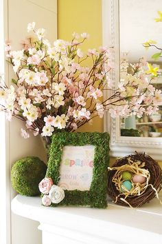 Here's how to make a DIY Moss Covered Frame and some free spring printables. Easter Garden, Spring Garden, Hoppy Easter, Easter Décor, Easter Ideas, Seasonal Decor, Holiday Decor, Easter Celebration, Easter Holidays