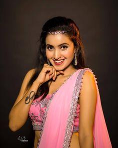 Bollywood Girls, Sexy Poses, Draped Dress, Beauty Full Girl, Indian Beauty Saree, Beautiful Saree, Saree Wedding, Girl Model, Looking Gorgeous