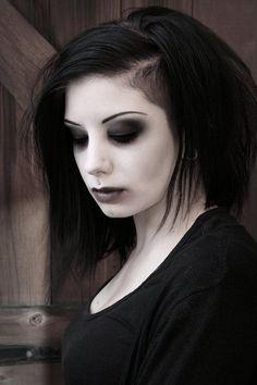 very nice simple gothic look Gothic Makeup, Dark Makeup, Fantasy Makeup, Makeup Art, Makeup Ideas, White Makeup, Makeup Tutorials, Makeup Inspo, Makeup Eyeshadow
