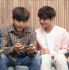 Read Reaction 17 from the story Wanna one Réactions by KarmagisaHideyoshi (NCTwerkBomb) with 496 reads. Quand les Wanna One lisent. Jinyoung, K Pop, Cry A River, You Are My Life, Kpop Couples, Lee Daehwi, Kim Jaehwan, Ha Sungwoon, Wattpad