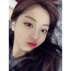 South Korean Girls, Korean Girl Groups, Park Ji Soo, Sana Momo, Jihyo Twice, Meme Faces, One In A Million, Sweet Girls, Nayeon