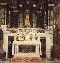 A Santa Casa de Nazaré  Nossa Senhora de Loreto, rogai por nós.