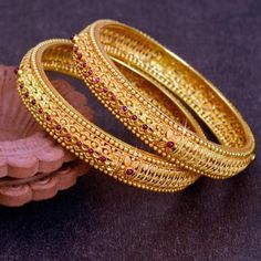 Owing to Marathi religious & traditional value, we offer exquisite range of latest designs for Indian traditional gold diamond jewellery, maharashtrian wedding / bridal ornaments and designer Indian jewellery. Gold Bangles Design, Gold Jewellery Design, Gold Jewelry, Designer Bangles, India Jewelry, Jewellery Box, Ethnic Jewelry, Jewelry Sets, Gold Kangan