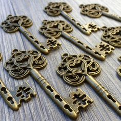 Wholesale Lot 20pcs Steampunk Victorian wholesale antique bronze skeleton key pendant charm necklace Alice in Wonderland 111  jewelry by UmbrellaLaboratory on Etsy https://www.etsy.com/listing/126457492/wholesale-lot-20pcs-steampunk-victorian