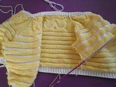 Tenia muchísimas ganas de tejer algo con búhos, y he hecho esta creación a 2 agujas para que todas a las que les guste este motivo lo... Knitting For Kids, Baby Knitting, Boho Shorts, Baby Boy, Crochet, Baby Knits, Fashion, Kimono, Bib Overalls