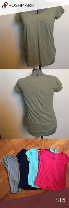 BUNDLE 4 Medium Casual Gap Tees w/ Chest Pocket ALL TEES LOOK EXACTLY LIKE THE HUNTER GREEN ONE IN FIRST PIC! Four tees: Hunter green, Navy Blue, Tiffany Blue, Hot Pink. All in perfect condition, no wear and tear! Super flattering, THIS IS A GREAT DEAL. ACT FAST! GAP Tops Tees - Short Sleeve