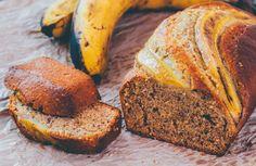 Nog enkele overrijpe bananen thuis liggen? Gooi ze niet weg, maar maak er lekker bananenbrood mee! Gezond, snel en 100% vegan. Bekijk de video!