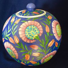 İsmail yiğit made (serpil Memiş archive) ☪ ༺JS༻ Turkish Tiles, Turkish Art, Pottery Painting, Ceramic Painting, Vases, Ceramic Boxes, Gourd Art, Tile Art, Islamic Art