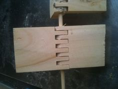 Making wooden hinges with a finger joint bit Box Joint Jig, Box Joints, Pedestal Drill, Wooden Hinges, Small Hinges, Small Wooden Boxes, Bamboo Skewers, Finger Joint, Woodworking Tips