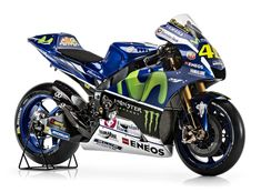 Yamaha has taken the covers off its 2016 the bike that Valentino Rossi and Jorge Lorenzo will ride in this year's MotoGP championship. Motogp Valentino Rossi, Valentino Rossi 46, Motos Yamaha, Yamaha Motorcycles, Ducati, Sport Motorcycles, Yamaha Yzf, Custom Motorcycles, Grand Prix