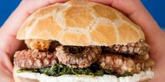 Octopus Burger: An Fresh Summertime Take on the Classic Gourmet Sandwiches, Beef Patty, Italian Dishes, Fish And Seafood, Salmon Burgers, Summer Recipes, Street Food, Seafood Recipes, Octopus