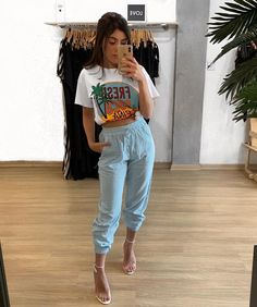 Street style fashion outfits Casual fashion outfits ideas and Chic Summer outfits for 2019 Jogger Outfit, Denim Outfit, Simple Outfits, Trendy Outfits, Summer Outfits, Grunge Look, Looks Style, Casual Looks, Style Feminin