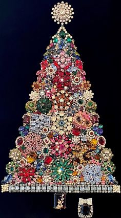 Christmas Tree Pictures, Large Christmas Tree, Christmas Art, Vintage Christmas, Christmas Ornaments, Sequin Ornaments, Jeweled Christmas Trees, Elegant Christmas Trees, Costume Jewelry Crafts