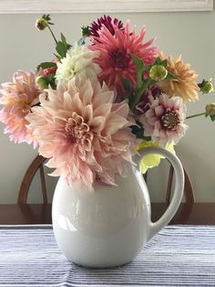 All Things Shabby and Beautiful Faux Flowers, Silk Flowers, Beautiful Flowers, Spring Flowers, Cut Flower Garden, Flower Farm, Beautiful Flower Arrangements, Floral Arrangements, Dalia Flower