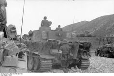 German Tiger I heavy tank and SdKfz. 251 halftrack vehicle in Tunisia, 1943 (Photographer Dullin, German Federal Archive)