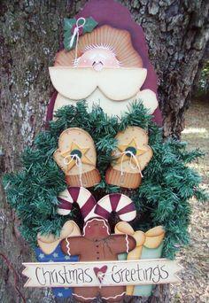 Santa  Wreath Holder via Etsy