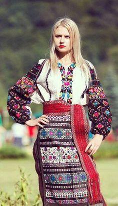 #Ukrainian #beauty in ukrainian Українська красуня у вишитому народному строї.