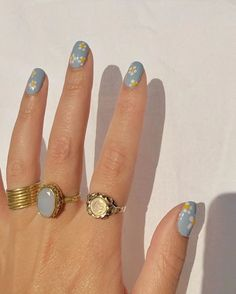 Image about cute in cool nails 💅🏻 by mirai on We Heart It Nagellack Design, Nagellack Trends, Hair And Nails, My Nails, Fingernails Painted, Daisy Nails, Nagel Bling, Nail Ring, Nail Manicure